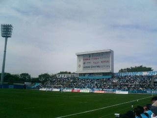 三ツ沢公園球技場。