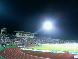 石川県西部緑地公園陸上競技場。