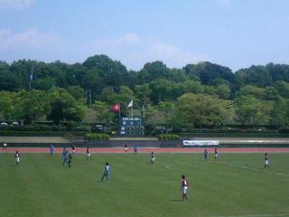 多摩市立陸上競技場。
